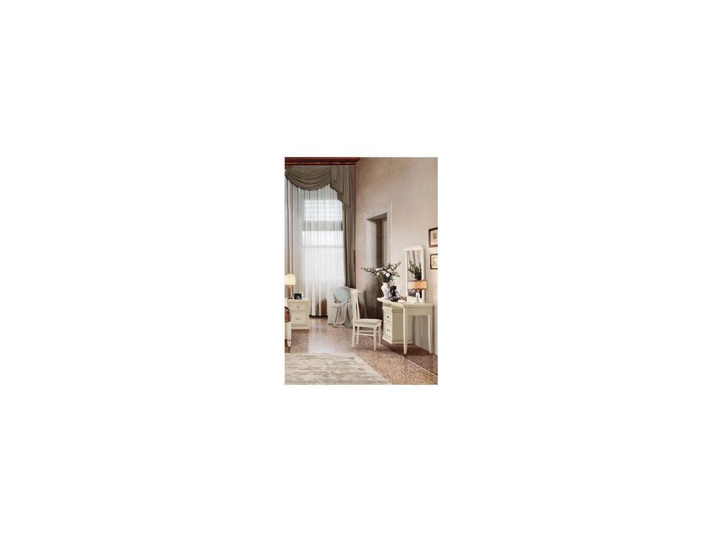 M. Villanova: Genevra: стол туалетный  (орех)