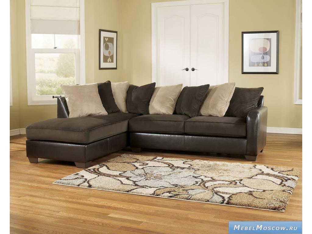 Коричневый диван в интерьере фото
